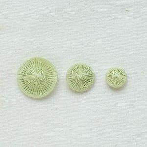 チェコの糸ボタン/百合緑