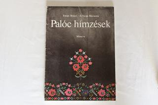 ハンガリー刺しゅうの綴り本『Paloc himzesek』