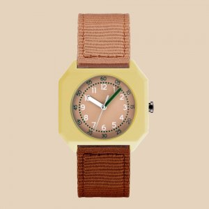 <img class='new_mark_img1' src='https://img.shop-pro.jp/img/new/icons59.gif' style='border:none;display:inline;margin:0px;padding:0px;width:auto;' />mini kyomo kids watch - Cherry Bomb -