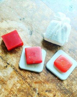米糠と葉山ビーツの朝焼け色の無添加石鹸+オーガニックコットン袋入り)