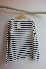 <img class='new_mark_img1' src='https://img.shop-pro.jp/img/new/icons62.gif' style='border:none;display:inline;margin:0px;padding:0px;width:auto;' />未使用 PETIT BATEAU プチバトー  マリニエール ボーダー Tシャツ size10/138cm