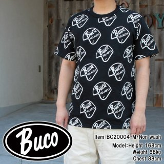 <img class='new_mark_img1' src='https://img.shop-pro.jp/img/new/icons15.gif' style='border:none;display:inline;margin:0px;padding:0px;width:auto;' />BUCO HELMET LOGO TEE ヘルメット ロゴTシャツ  半袖Tシャツ 総柄Tシャツ