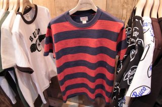 <img class='new_mark_img1' src='https://img.shop-pro.jp/img/new/icons15.gif' style='border:none;display:inline;margin:0px;padding:0px;width:auto;' />【PRE-ORDER】BUCO STRIPE TEE S/S