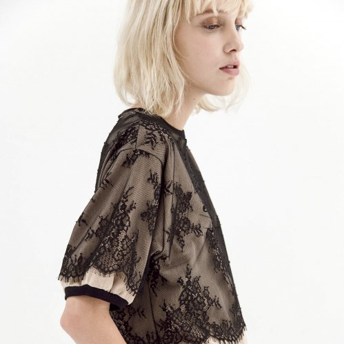 LACE ON  PRINT   T-SHIRT