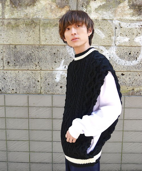 CABLE KNIT PONCHO BEST_BLACK_