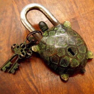ネパール 古い亀の南京錠