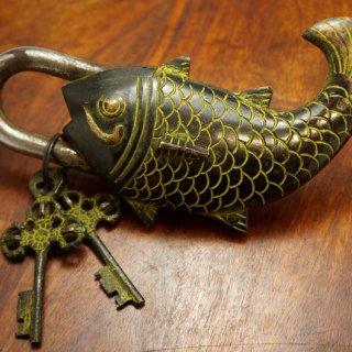 ネパール 古い鯉の南京錠