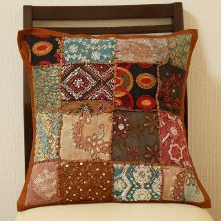 インドのサリーの布地を紡いだクッションカバー