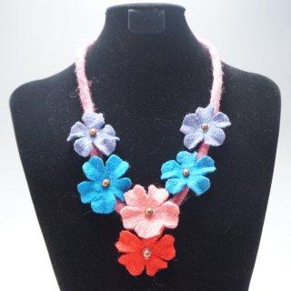 キルギスのフェルトの花のネックレス-1