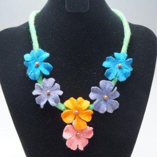 キルギスのフェルトの花のネックレス-2