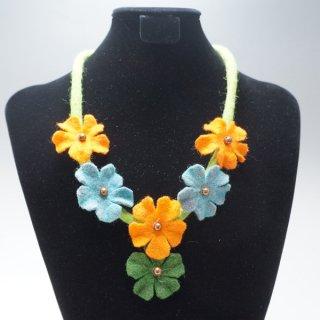 キルギスのフェルトの花のネックレス-3