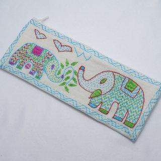 バングラディッシュ ノクシカタ刺繍 ペンケース1