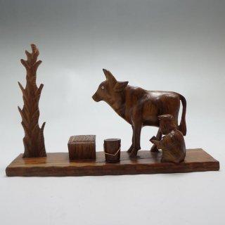 パキスタン 木彫りの置物 牛1