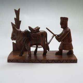 パキスタン 木彫りの置物 牛2