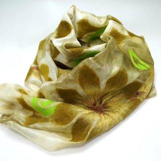 キルギス フェルトの花柄シルクストール2