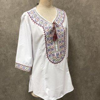 ウイグル 伝統刺繍シャツ1