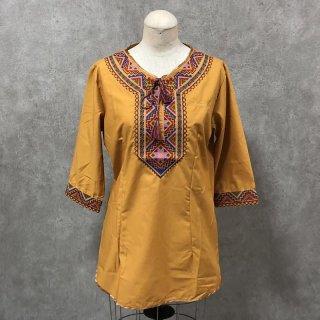 ウイグル 伝統刺繍シャツ2