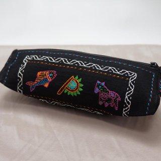 バングラディッシュ ノクシカタ刺繍 三角ポーチ1