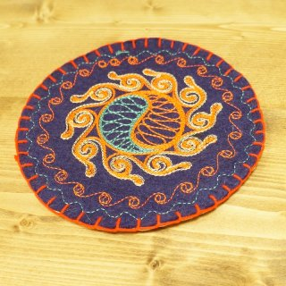 キルギスタン 民族模様 刺繍鍋敷き1
