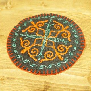 キルギスタン 民族模様 刺繍鍋敷き2