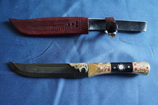 ウイグル人の伝統装飾ナイフ!インギサルナイフ(柄:真鍮,合成樹脂)