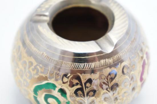 手彫り真鍮灰皿 花柄