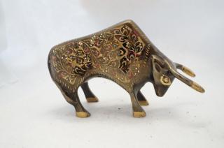 手彫り真鍮像 牛b