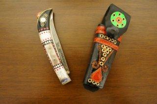 ウイグル人の伝統工芸装飾ナイフ 折りたたみ式 高級-b (柄:銀、真鍮、牛角、貝殻)