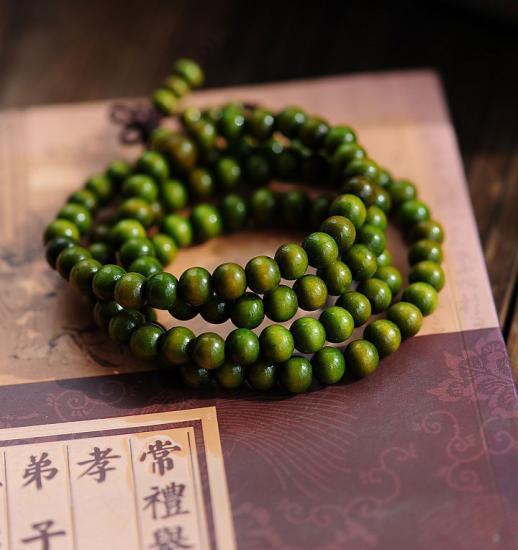 漆を塗った緑壇木数珠ブレスレット