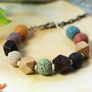 彩色火山岩と木珠のブレスレット