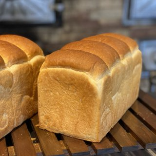 アゴラマルシェパン工房の湯種食パン【1本(2斤)】
