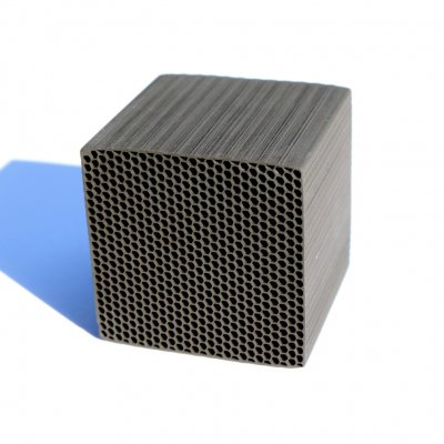 CHIKUNO CUBE|竹炭の空気清浄機|41×41×41mm 30g