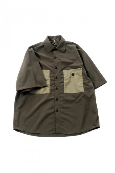<img class='new_mark_img1' src='https://img.shop-pro.jp/img/new/icons2.gif' style='border:none;display:inline;margin:0px;padding:0px;width:auto;' />STAFFS SHIRTS (MOSS BLACK)