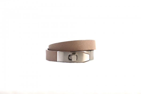 <img class='new_mark_img1' src='https://img.shop-pro.jp/img/new/icons2.gif' style='border:none;display:inline;margin:0px;padding:0px;width:auto;' />LEATHER BRACELET(BEIGE)