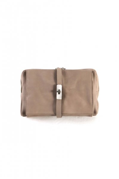 <img class='new_mark_img1' src='https://img.shop-pro.jp/img/new/icons2.gif' style='border:none;display:inline;margin:0px;padding:0px;width:auto;' />LEATHER BODY BAG(BEIGE)
