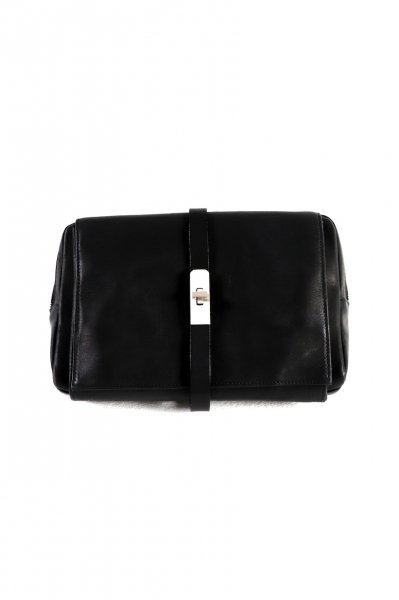 <img class='new_mark_img1' src='https://img.shop-pro.jp/img/new/icons2.gif' style='border:none;display:inline;margin:0px;padding:0px;width:auto;' />LEATHER BODY BAG(BLACK)