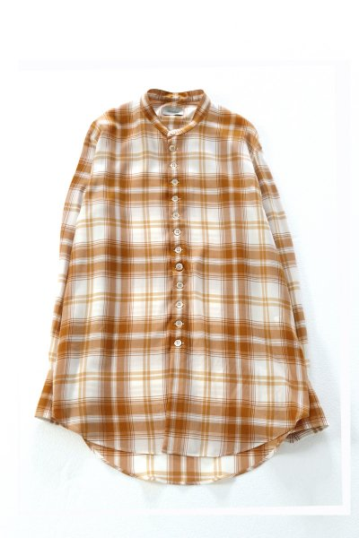 <img class='new_mark_img1' src='https://img.shop-pro.jp/img/new/icons2.gif' style='border:none;display:inline;margin:0px;padding:0px;width:auto;' />Stand coller check blouse.(ECRU)