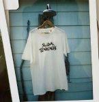 TCSS 半袖Tシャツ DIRTY WHITE ホワイト 白 ティーシーエスエス メンズ レディース  半袖 某ロゴをモチーフにした遊び心ある一枚 Slidal Tee ユニセックスT