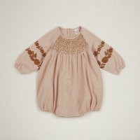 <img class='new_mark_img1' src='//img.shop-pro.jp/img/new/icons14.gif' style='border:none;display:inline;margin:0px;padding:0px;width:auto;' />Apolina◇ 'CAREN' SMOCKED ROMPER - CARNATION (6-12m,12-18m,18-24m)
