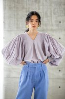 <img class='new_mark_img1' src='https://img.shop-pro.jp/img/new/icons14.gif' style='border:none;display:inline;margin:0px;padding:0px;width:auto;' />KiiRA◇SMOCKING TUCK BLOUSE, LAVENDER