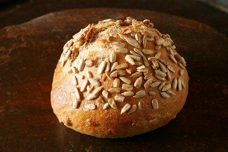 ひまわり種のライ麦パン