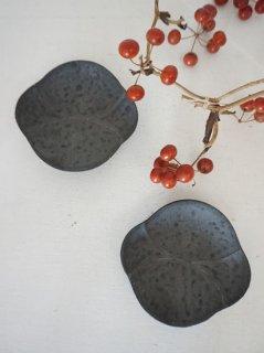 鉄釉木瓜豆皿