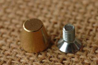 底鋲 真鍮無垢 日本製 1. 10x8mm