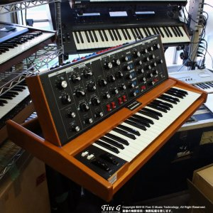Moog Voyager Old School【中古】メーカーメンテ済<img class='new_mark_img2' src='//img.shop-pro.jp/img/new/icons7.gif' style='border:none;display:inline;margin:0px;padding:0px;width:auto;' />