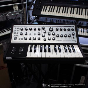 MOOG | SUB PHATTY【中古】<img class='new_mark_img2' src='//img.shop-pro.jp/img/new/icons7.gif' style='border:none;display:inline;margin:0px;padding:0px;width:auto;' />