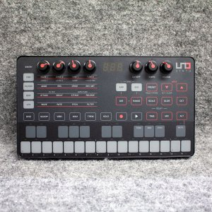 IK Multimedia | UNO Synth【中古】