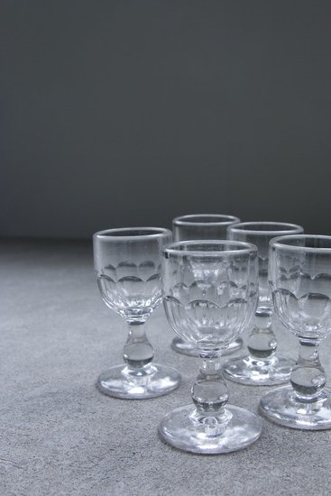 Pressed molded glass 160614397