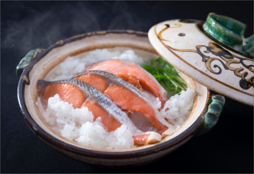 "Our shop is located in Tsukiji Market. Please visit us to find out what really nice salmon is like at first hand. It will be the one that surely makes you say ""This is it!"" Our shop has been specializing in selling salmon for half a century at the most famous ""Tsukiji Market""."