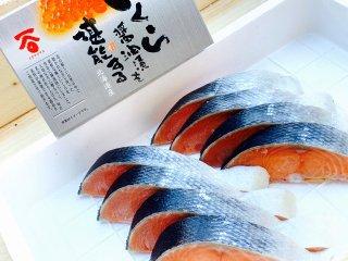 北海道産時鮭8切と 北海道産イクラしょうゆ漬250g 詰め合わせ