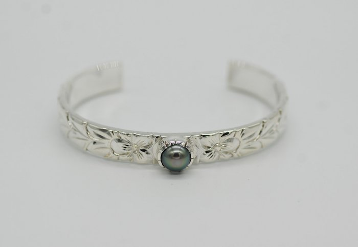 Maile Pearl Bangle 9mm